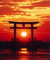 観光シンボルタワー 夕日爛漫・赤鳥居